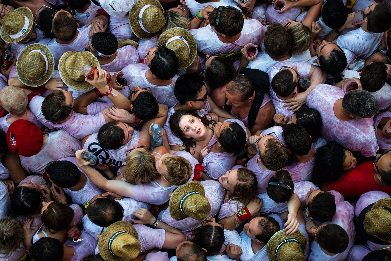 Памплона, Испания. На празднике Сан-Фермин в ожидание пробега быков. Фото David Ramos/Getty Images