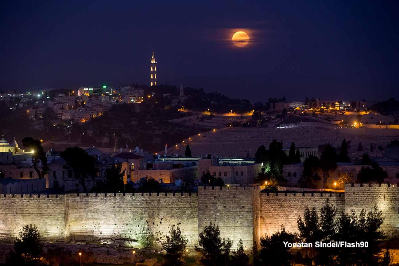 Суперлуна в Иерусалиме