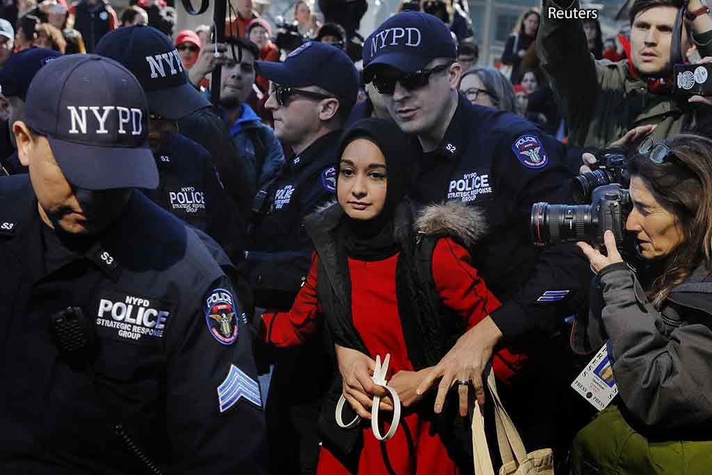 арест женщины в США